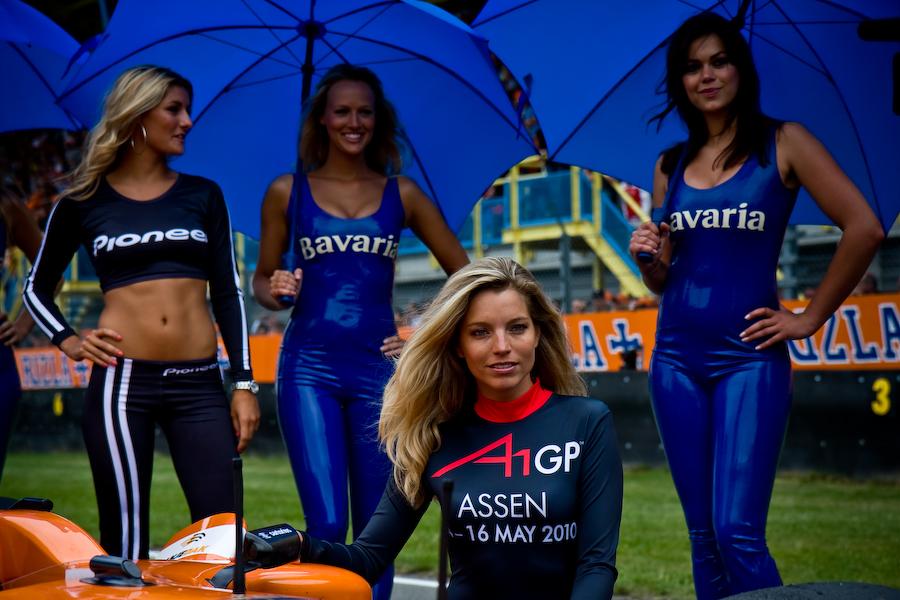 Hot Umbrella Girls Stand F1 - Bujang Lapuk